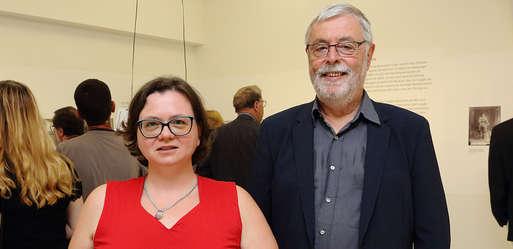 Wissenschaftliche Mitarbeiterin Petra Greeff und Kurator Helmut Konrad,